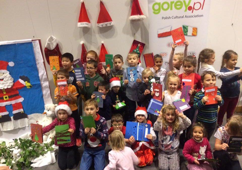 """""""Wszyscy wszystkim ślą życzenia"""", Dzieci przygotowały kartki świąteczne"""