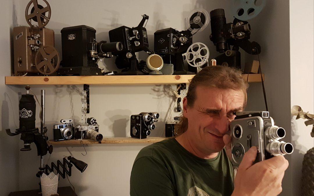 """Z cyklu ciekawi ludzie: """"Uwielbiam ten zapach staroci"""". O muzyce i projektorach z Rafałem Rozworskim."""