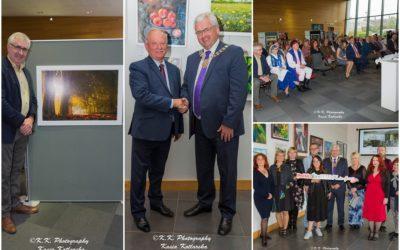 Polscy Artyści w Irlandii, wystawa fotografii Josepha Dixona oraz delegacja samorządowców z Gminy Puck, tak wyglądało otwarcie Festiwalu PolskaÉire 2019 w Gorey.